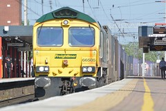 """Freightliner Class 66/5, 66585 (37190 """"Dalzell"""") Tags: freightliner greenyellow gm generalmotors fred class66 class665 66585 northwestern wigan"""