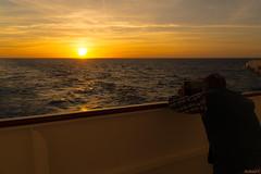 Photographe de coucher de soleil en mer - 5772 (rivai56) Tags: photographe de coucher soleil sunset bateau cruise tablette photographer