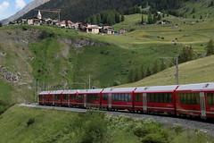 Rhätische Bahn RhB Triebzug ABe 8/12 3505 Allegra mit Taufname Giovanni Segantini ( Hersteller Stadler Rail - Inbetriebnahme 2010 ) ob Bergün auf der Albulabahn im Kanton Graubünden - Grischun der Schweiz (chrchr_75) Tags: albumzzz201806juni juni 2018 hurni christoph schweiz suisse switzerland svizzera suissa swiss chrchr chrchr75 chrigu chriguhurni chriguhurnibluemailch albumbahnenderschweiz albumbahnenderschweiz20180106schweizer bahnen bahn eisenbahn train treno zug juna zoug trainen tog tren поезд lokomotive паровоз locomotora lok lokomotiv locomotief locomotiva locomotive railway rautatie chemin de fer ferrovia 鉄道 spoorweg железнодорожный centralstation ferroviaria kanton graubünden grischun rhb rhätische meterspur schmalspur bergbahn retica viafier kantongraubünden albumbahnrhballegra albumbahnrhätischebahnrhb allegra triebzug stadler rail