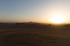 Sunset in Wadi Rum (__Alex___) Tags: jordan wadi rum désert desert nature trek travel view sable dunes ombres jordanie discover marche walk canon 5d markiii 1635f4is raw paysage sun flare rayon soleil ciel sunset couché de light
