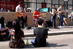 Music on the street - Música na rua (VCLS) Tags: vcls valmir valmirclaudinodossantos sãopaulo brasil brazil arte art street avenida avenue avpaulista avenidapaulista people pessoas mulher menina woman boy girl streetart music musicians singer cantor