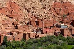 Adobe villages in the High Atlas (_JLC_) Tags: marruecos morocco africa áfrica paisaje landscape paesaggio arquitectura architecture casas house mezquita mosque minarete alminar canon canon6d eos 6d 70200f4is