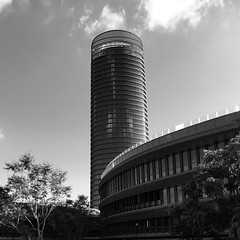 up (javitm99) Tags: up pelli seville spain españa sevilla torre bn bw architecture arquitectura