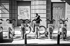 (fernando_gm) Tags: blackandwhite bw blancoynegro bike madrid monochrome monocromo man monocromatico people person persona street spain calle callejera fujifilm fuji f14 35mm xt1 airelibre bicicleta bici