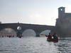 discesa dei babbi natali 4 (formicacreativa) Tags: discesadeibabbinatali babbonatale kayak canoa adige fiumeadige kayaker canadese persone città acqua
