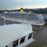 Hamburg - über der Brücke der Queen Mary 2 thumbnail