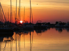 Sunrise (Gavin Edmondstone) Tags: sunrise bronteharbour bronteouterharbourmarina sailboats oakville ontario