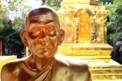 Gold is silence (Robyn Hooz) Tags: chiangmai thailand thai gold oro buddha bold temple tempio prezioso precious treasure tesoro