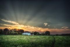 House of the setting sun (tkpics3) Tags: light dusk evening godrays sunbeam crepuscular sunset goldenhour rural england english uk countryside landscapes landscape