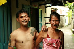 mother and son (the foreign photographer - ฝรั่งถ่) Tags: mother tattooed son khlong thanon portraits bangkhen bangkok thailand canon