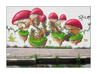 Street Art (Smoku), East London, England.