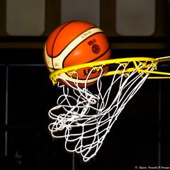 Panier..!!! (Elyane11) Tags: sport salle basket panier ballon but