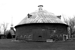 Round Barn in Mansonville (pegase1972) Tags: qc québec quebec canada barn roundbarn estrie easterntownships bw monochrome blackandwhite church église