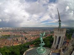 Vue de la Tour de la Prudence (Yo Gui) Tags: lyon tour basilique fourvier fis fisheye samyang 75mm f35 statue saint michel panorama nuage clouds saône