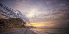 (307/18) Primeras horas (Pablo Arias) Tags: pabloarias photoshop photomatix capturenxd españa cielo nubes arquitectura paisaje playa amanecer arena agua mar mediterráneo montaña elparaíso villajoyosa alicante