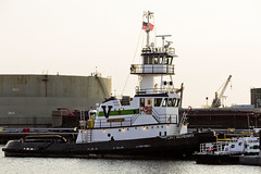r_180608257_beat0048_a (Mitch Waxman) Tags: brooklyn eastrivershoreline gowanusbay newyorkcity newyorkharbor tugboat newyork