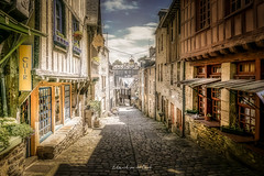 Dinan 2018 (EBoss Fotografie) Tags: dinan côtesdarmor saintmalo france bretagne brittany colors street village ancient architecture art canon soe twop light shadow ruedujerzual