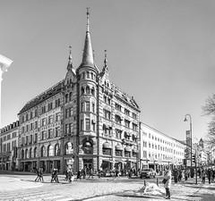 Oslo en blanco y negro (José M. Arboleda) Tags: arquitectura ciudad edificio blancoynegro monocromático calle cielo gente oslo noruega eos markiv josémarboledac ef24105mmf4lisusm canon 5d