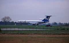 Berlin SXF 2002 Tu-154 KMV (rieblinga) Tags: berlin sxf schönefeld flughafen 2002 kmv tu154 analog canon eos 1v agfa ct precisa 100 diafilm