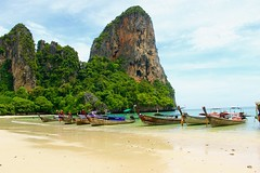 Peaceful (Manon's photography ☺) Tags: green tropical vegetation rock mountains andamansea sea beach thailand boat longtail landscapes