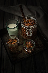 Homemade chocolate granola (Malgosia Osmykolorteczy.pl) Tags: food foodie foodphoto foodstyling fotografia foodphotography foodporn foodstylist feed chocolate granola breakfast