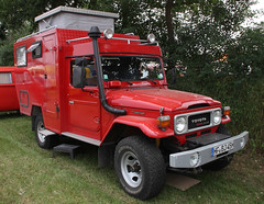Land Cruiser Camper (Schwanzus_Longus) Tags: bockhorn german germany old classic vintage vehicle camper car cruiser japan japanese land offroad road toyota truck auto fahrzeug outdoor laster van 4x4 offroader red camping rv awd 4wd