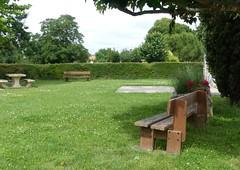 Courcoury, Charente-Maritime (Marie-Hélène Cingal) Tags: france sudouest nouvelleaquitaine poitoucharentes charentemaritime 17 courcoury bancs benches