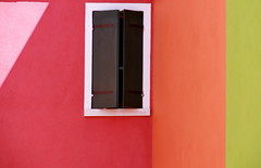 Which colorfriend lives behind this window? (Redederfla) Tags: window fenster colors
