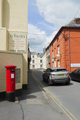 George V cypher B type post pillar box St Mary Street Brecon 10.08.2017 (1) (The Cwmbran Creature.) Tags: po p o gpo g general post office letter red street furniture heritage great britain united kingdom gb uk
