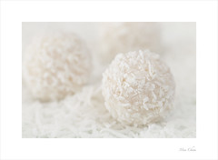 Oh Raffaello! (Meu :-)) Tags: macromondays candy raffaello soft dreamy pastel shreddedcoconut macro