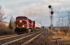 Last Call for the Expressway (Wheelnrail) Tags: cp canadian pacific train trains ge locomotive railroad rail road expressway intermodal tofc trailer canada toronto searchlight signals signal kinsley go bala