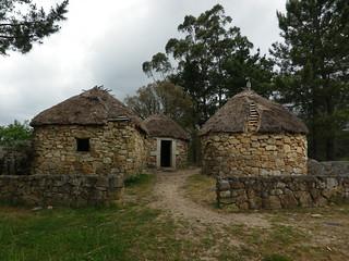 Pallozas en el parque de San Roque de Ribeira(Coruña-España)