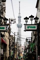(Vitor Nisida) Tags: tokyo toquio tōkyō japao japon japan nihon japão urbana urban urbanphotography streetphotography street skytree asakusa skyline cityscape