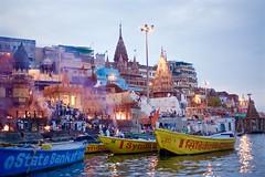 Manikarnika Ghat L1000682 (marcelollobet) Tags: varanasi banaras benares gangesriver ganges ganga manikarnikaghat incineration hinduism hindu religion culture travel culturetravel travelphotography culturephotography beliefsofhinduism