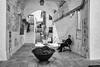 Cisternino - Luglio 2016 (Maurizio Tattoni....) Tags: italy puglia cisternino valleditria borgoantico persona architettura bn bw blackandwhite biancoenero monocrome leica 28mm mauriziotattoni