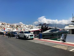 Puerto Banus Harbour (Marc Sayce) Tags: white bentley bentayga yachts harbour puerto banus marbella costa del sol andalucía andalusia spain may 2018