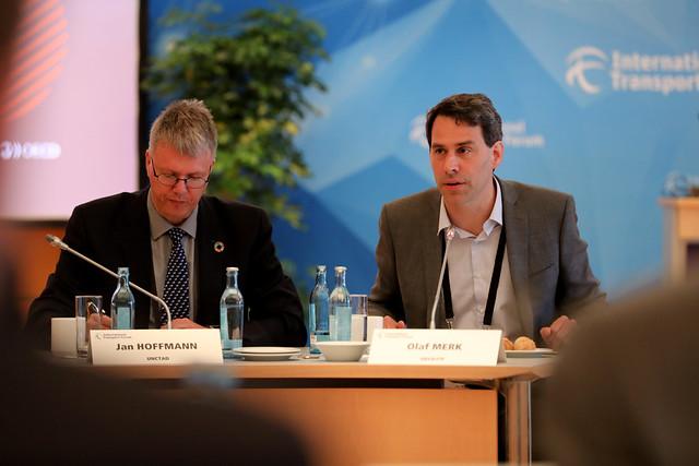 Olaf Merk moderates the Skateholder Event