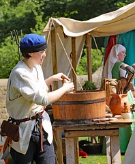 The Red Wyverns at Skipton Castle (grab a shot) Tags: canoneos5dmarkiv canon eos 5d britain uk england northyorkshire skipton skiptoncastle 2018 heritage medieval castle 1460 henryvi lordjohnclifford redwyvernsociety historical reenactment warsoftheroses hundredyearswar fifteenthcentury livinghistory woman