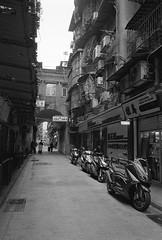 澳門歷史城區_26 (Taiwan's Riccardo) Tags: 2018 135film negative bw ultrafine400 plustek8200i fujifilmklassew fujifilmlens fujinon ebc fixed 28mmf28 macau 澳門 澳門歷史城區