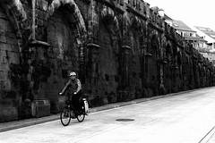 The lucky cyclist (Leica M6) (stefankamert) Tags: stefankamert street cyclist bicycle wall people noir noiretblanc blackandwhite blackwhite film analog grain leica m6 summicron kodak trix dr dualrange lucky smile