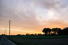 Wendland (1) (Nuuttipukki) Tags: country summer night wendland niedersachsen landleben travel germany sunset sonnenuntergang wolken clouds kondensstreifen fields felder