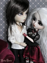 The Bloody Queen & The Vampire (Little Queen Gaou) Tags: doll pullip taeyang groove fc full custo custom garden jardin manor manoir history histoire love couple bloody sanglante vampire king prince dracula reine inspiration photography photographie gothic gothique victorian époque victorienne