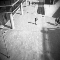 Milano (Valt3r Rav3ra - DEVOted!) Tags: holga holgacfn lomo lomography toycamera plasticcamera milano medioformato mediumformat analogico analogica analog analogue film 6x6 120 bw biancoenero blackandwhite valt3r valterravera visioniurbane urbanvisions streetphotography street ilford ilfordfp4