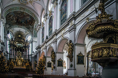 Too much is just enough (Melissa Maples) Tags: münchen munich deutschland germany europe nikon d3300 ニコン 尼康 nikkor afs 18200mm f3556g 18200mmf3556g vr stpeters peterskirche church sanctuary holidays decorations trees christmas