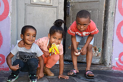 street portraits South Africa_5644 (ichauvel) Tags: portrait enfants children fille girl garçon boy enfance childhood rue street streetphotography scénederue streetshot sourires smiles lecap capetown southafrica afrqiuedusud afrique voyage travel