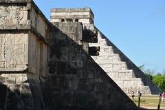 Z.A. de Chichen Itza, Alineacion de la plataforma de Venus con la piramide Kukulkan, (dsancheze1966) Tags: chichenitza itzaes yucatan mayas arqueologia arqueologiamexicana worldheritage unesco maravilladelmundo venus