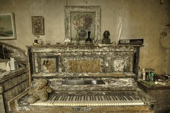 The piano (notanaddict321) Tags: piano klavier music musik abandoned abadonedplaces abandonné urbex urbanexploration urban leerstehend lostplace lost haus hdr verlassen verfall decay destroyed désaffecté mold schimmel