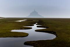 Méandres vers le Mont (Luc Neuville) Tags: montsaintmichel mont mer normandie normandy paysage paysaje seascape eau water