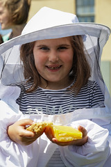 Edinburgh Botanic Gardens BioBlitz 2018 -188 (Philip Gillespie) Tags: • edinburgh royal botanic gardens 2018 big bioblitz bio blitz kids children men women man woman people fun faces smiles water wet insects bugs moths spiders legs arms eyes hats grass trees bushes plants short pool sun sky pond lilly wings park nature colour green blue red yellow orange purple science teach record check house cottage photo photography canon 5dsr rbgenature thebotanics dipping worms birds bigbotanicsbioblitz