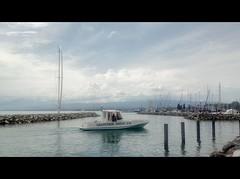 Lausanne - water and sky (Beat09) Tags: schweiz switzerland suisse schiff boot wasser water wolken himmel clouds lausanne genfersee lakegeneva hafen